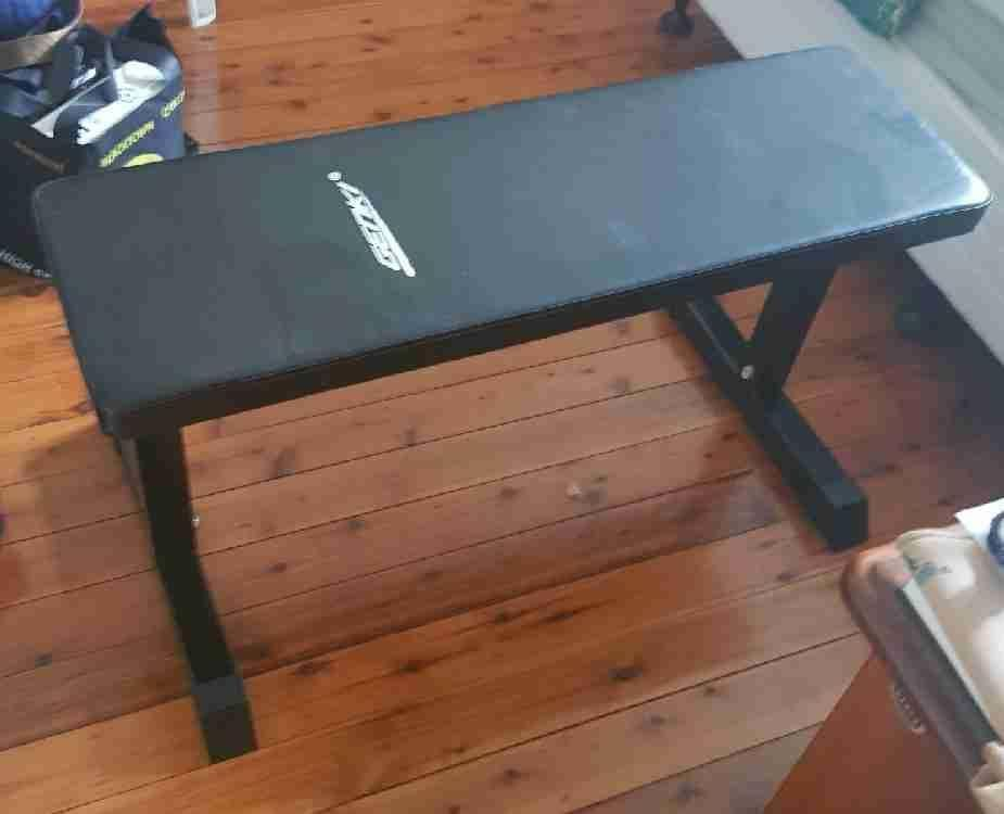 Flat fitness bench